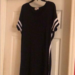 PLUS SIZE CASUAL DRESS W/WHITE LINES ON THE SIDE